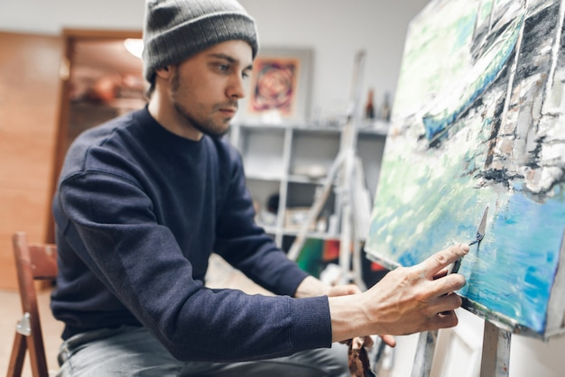 Man artist using a knife palette