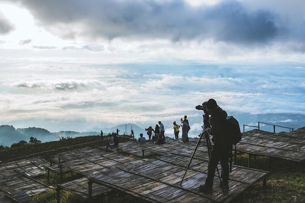 Путешественники-мусульмане отдыхают в отпуске. фотография пейзажа на moutain.thailand