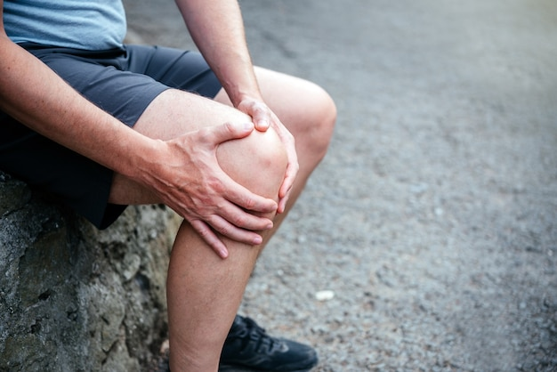 A man athlete suffering from knee ligamant tear