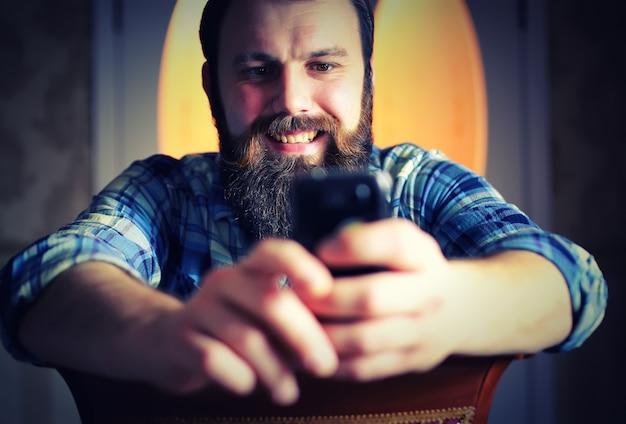 남자 수염 모양 전화