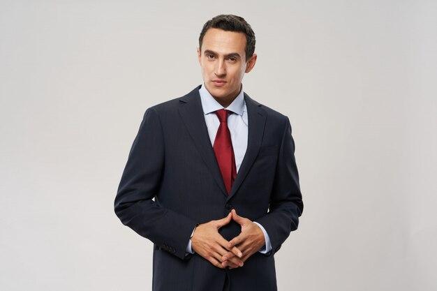 スーツを着た男性ビジネス