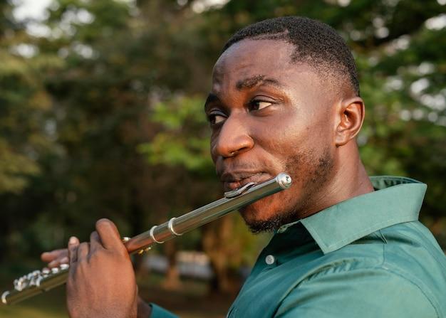 国際ジャズデーを祝う男