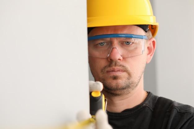 Man checking wall straightness