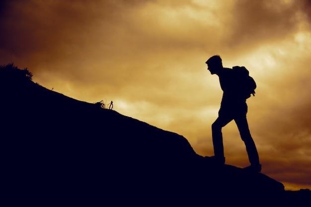Человек, восхождение на гору
