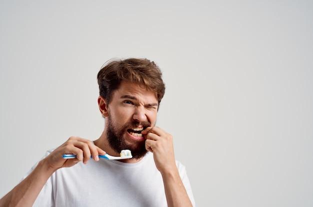 男性歯科治療歯科歯痛明るい背景