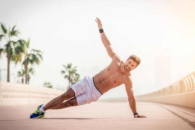 Man doing flexions