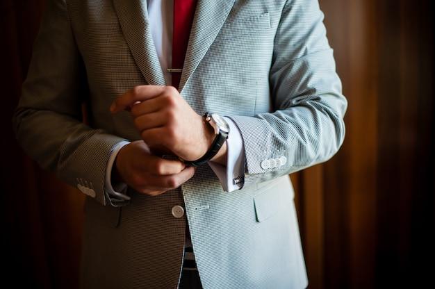 男のドレス時計、ジャケット。ビジネス