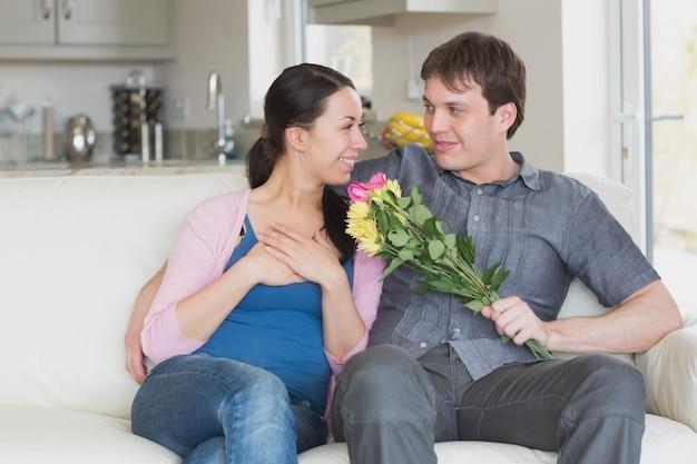 여자 꽃을주는 남자