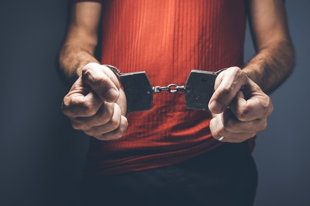 Man hand handcuffs Premium Photo