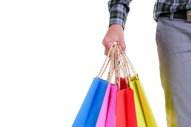남자 손을 잡고 흰색 배경에 고립 된 쇼핑백