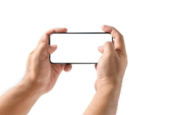 Рука человека с помощью смартфона или играть в игру с белым экраном, изолированные на белом фоне