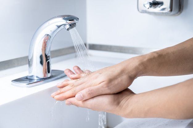 Man hand washing