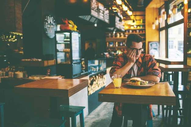 Man has no appetite in the restaurant