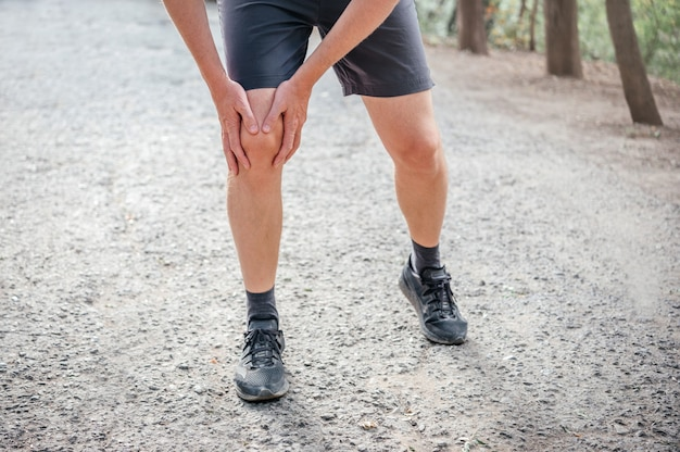 A man having knee patellofemoral pain syndrome