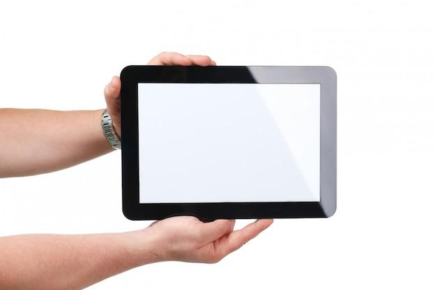 Человек hoding черная рамка планшета в руке