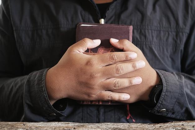 Priest holding a bible | Photo: Freepik