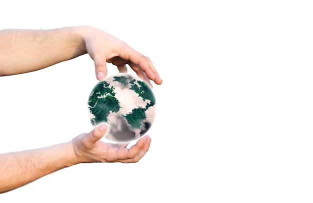 惑星地球を手に持っている男。排気ガス汚染。環境保護。自然のアイデアを保存します。白い背景で隔離。