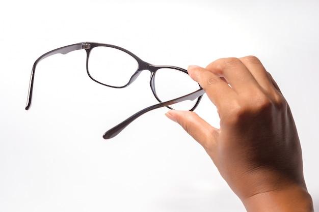 Человек, проведение очки черного глаза очки с блестящей черной рамкой, изолированных на белом