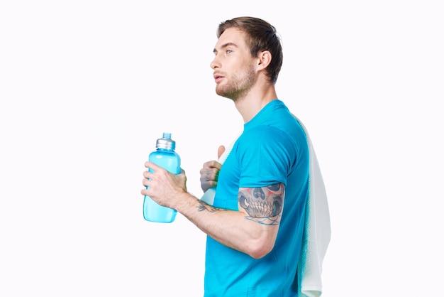 파란색 tshirt 물병 건강 피트 니스에 남자