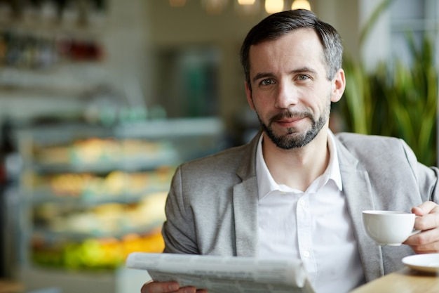 Человек в кафе