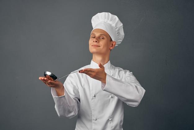 シェフの制服キッチン家電専門レストランの男