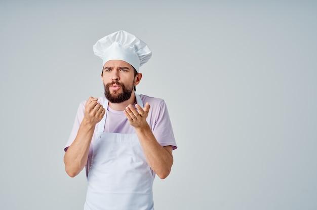 Человек в одежде повара профессиональная работа кулинария