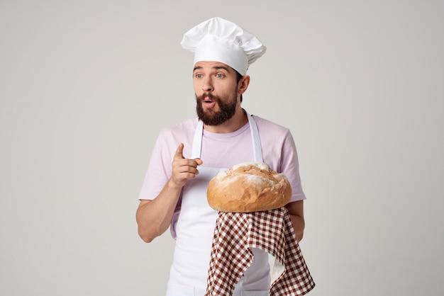 요리사 제복을 입은 남자 신선한 빵 미식가 구운 식품 요리