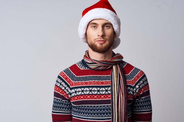 크리스마스 옷을 입은 남자 휴일 새 해 스튜디오