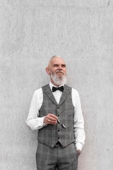 Человек в формальной одежде портрет
