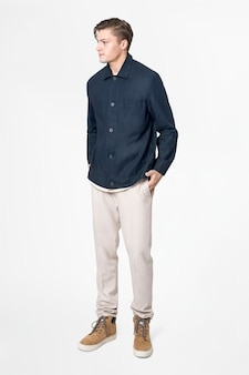 남색 셔츠와 바지 캐주얼웨어 패션 전신의 남자