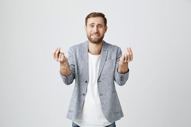 Человек в беде просит одолжить денег, хмурится