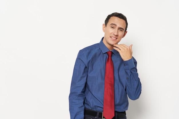 넥타이 관리자 사무실 자신감과 셔츠에 남자