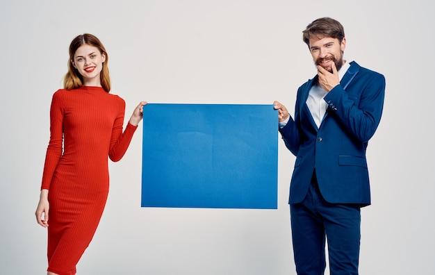 スーツを着た男性とドレスを着た女性広告アナウンスモデルポスター