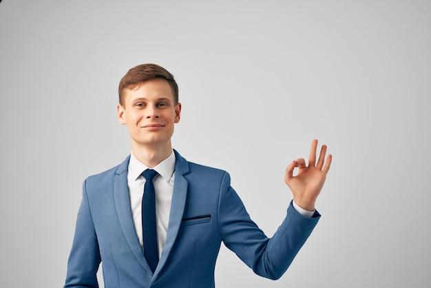 Человек в костюме офисный менеджер профессионального успеха
