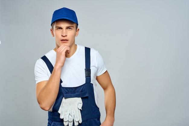 作業服の男制服宅配便専門家