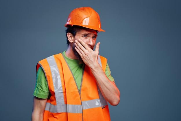 전문가 건설 라이프 스타일에 유니폼을 입은 남자