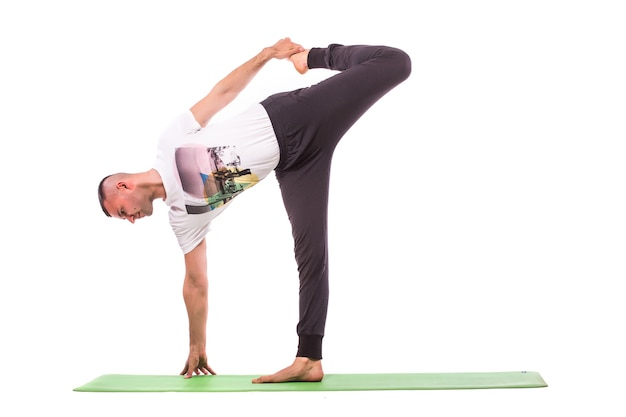 Человек делает йогу, изолированные на белом фоне