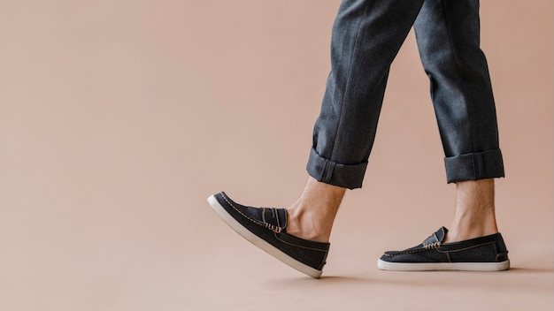 Man in a jeans and slip-on shoes wallpaper