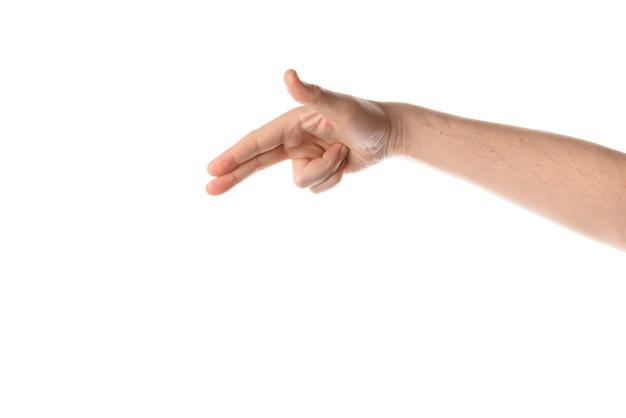 男は指を交差させ、手のジェスチャーを保ちます。白い背景で隔離。