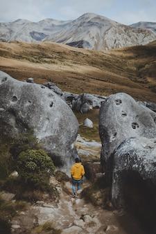Uomo in montagna