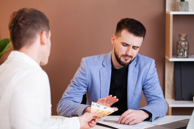 Man offers bribe an employee of the company