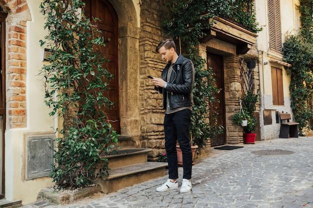 이탈리아의 거리에 남자