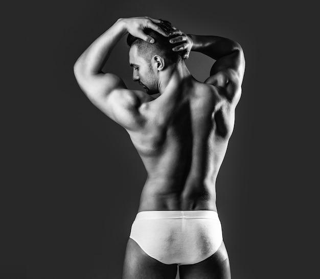 セクシーな筋肉の胴体を持つ男または筋肉の男
