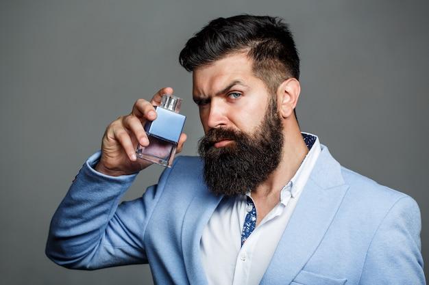 男の香水、香り。男性的な香水。男性の香りと香水、化粧品。