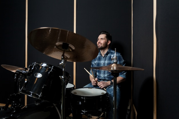 Man playing drumms