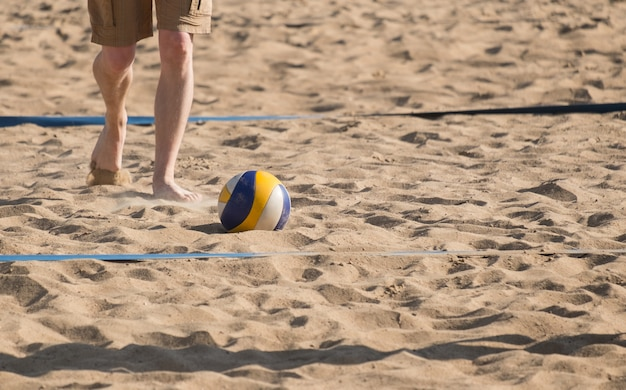 Man playing volleball