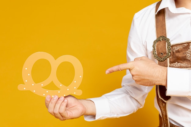 Man pointing at pretzel replica