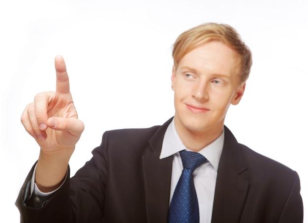 Человек указывая показывая космос экземпляра изолированный на белой предпосылке. кавказский молодой бизнесмен.