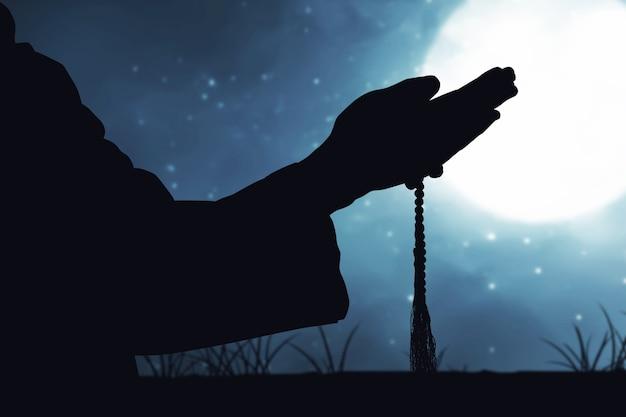 Человек молится с четками на руках