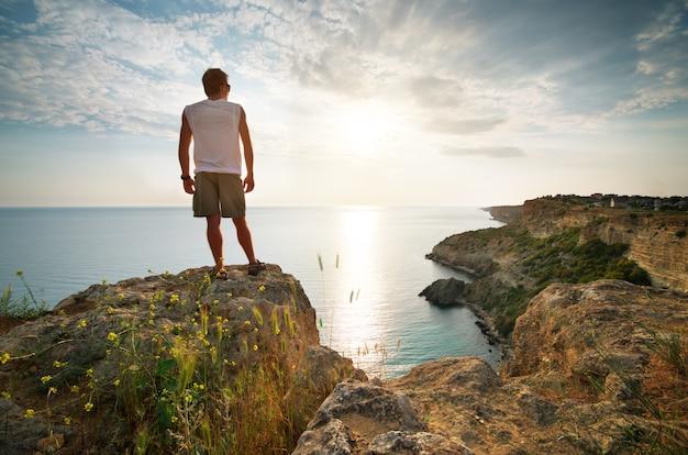 Человек расслабиться на море